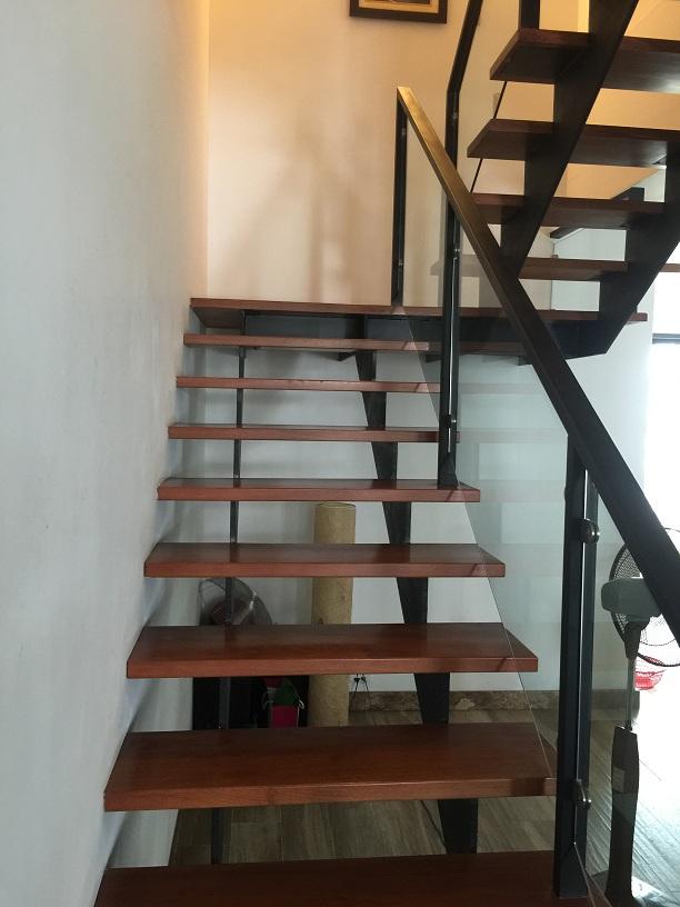 cầu thang xương sắt 48