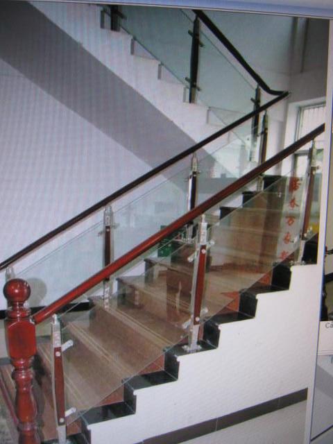 cầu thang kính đẹp chất lượng tốt