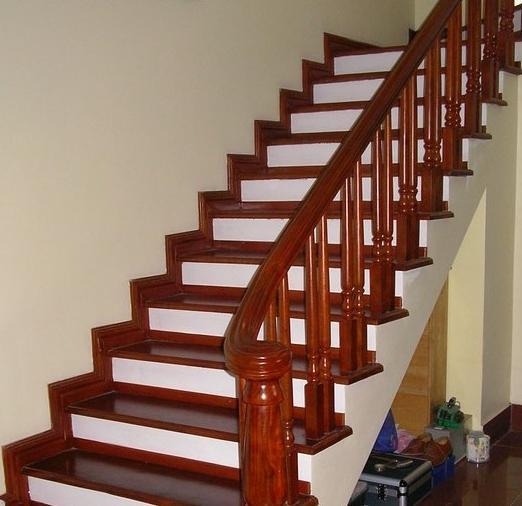 Cầu thang gỗ lim giá rẻ