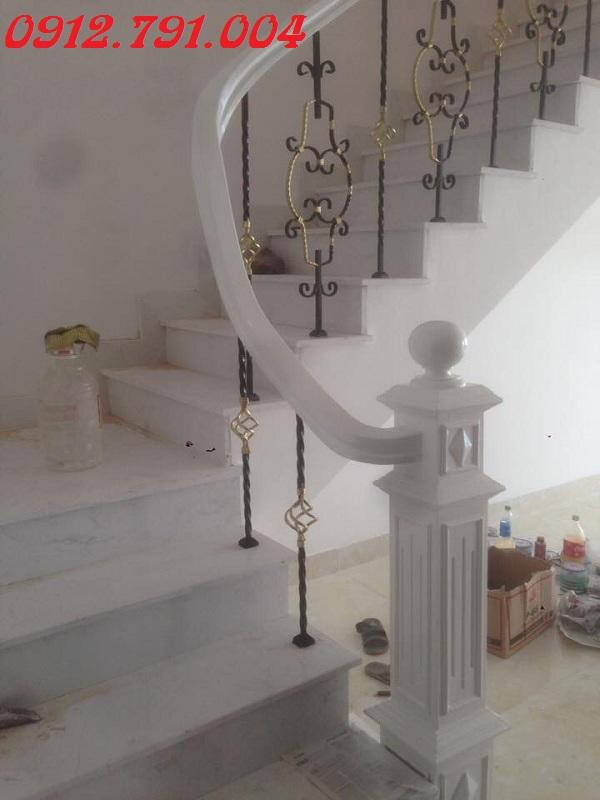 Mẫu cầu thang sắt nghệ thuật đơn giản hiện đại