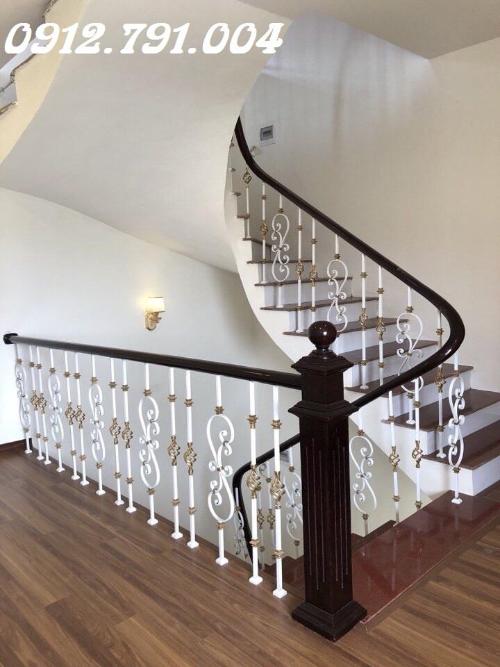 Bật mí những kiểu cầu thang sắt tay vịn gỗ bền đẹp nhất
