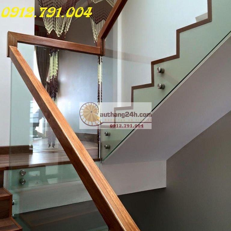 Cầu thang kính đẹp hiện đại Hà Nội