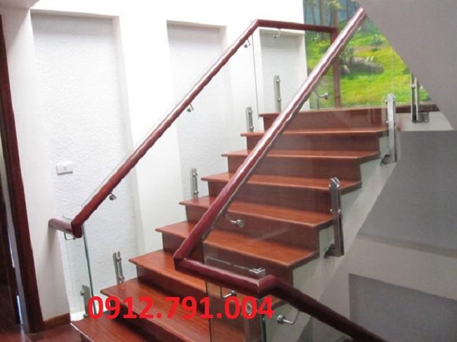 Cầu thang kính đẹp ở đâu tại Hà Nội