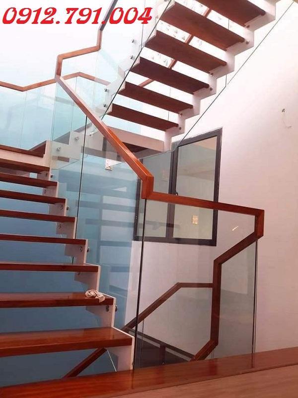 Cầu thang kính gỗ Hà Nội