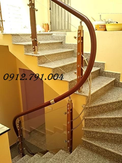 Cầu thang tay vịn nhựa giả gỗ có gì đặc biệt?