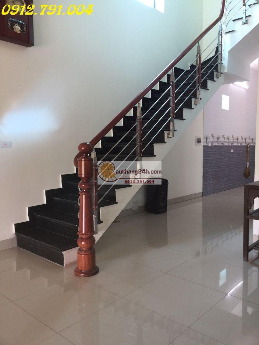 Hệ thống cầu thang inox bóng sáng tôn nét đẹp hiện đại cho căn nhà