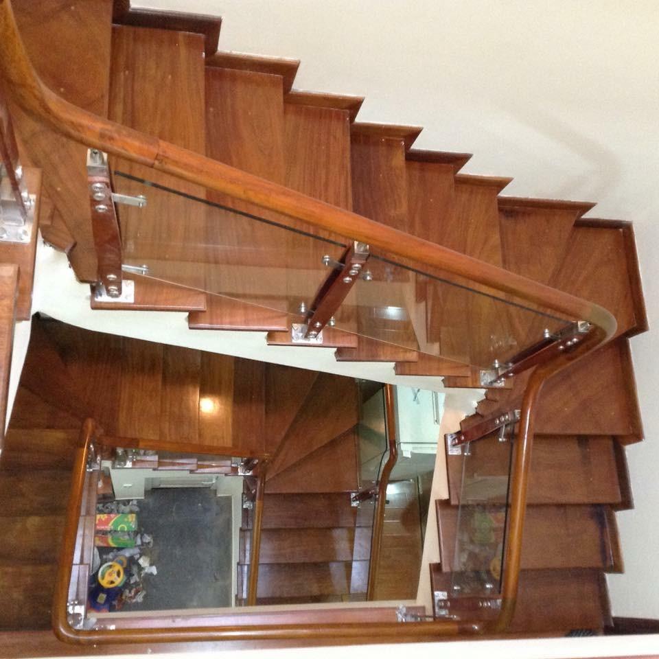 Mẫu tay vịn cầu thang gỗ