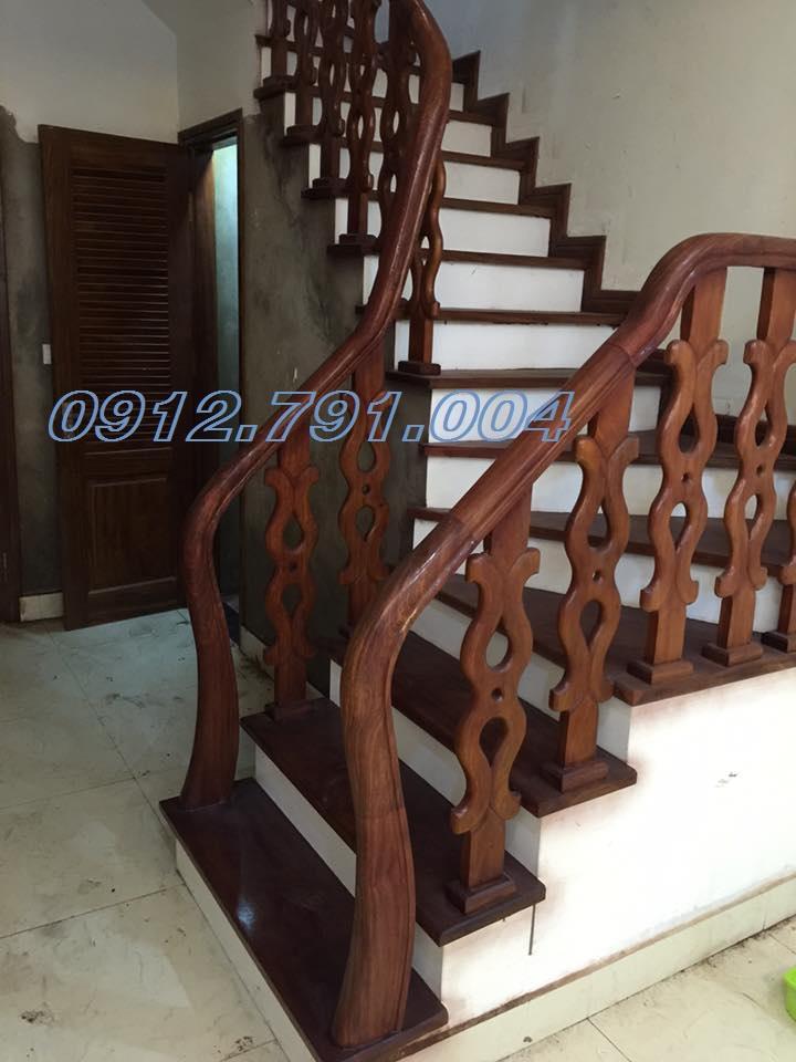Thi công cầu thang gỗ cho nhà ống