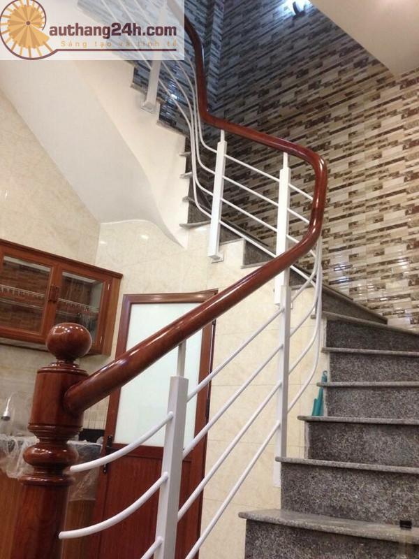 Thi công cầu thang gỗ đẹp ở Hà Nội