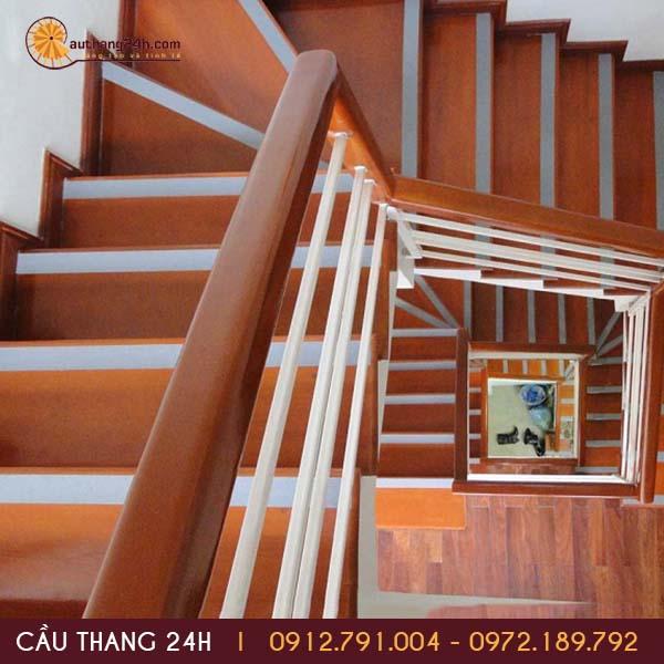 Tìm hiểu về cầu thang gỗ công nghiệp